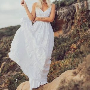 Parvenue Dresses - Gorgeous white crochet v-neck backless maxi dress